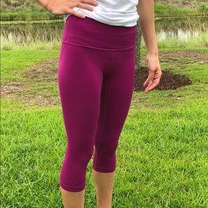 Lululemon 6 Crop Capri raspberry magenta pants